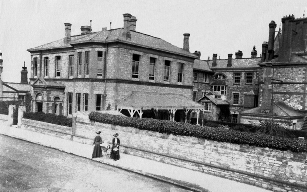 Picture of West Street entrance Royal Isle of Wight County Hospital c1900