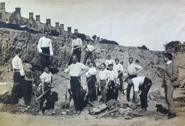 Picture of Male patients on heavy grade work on the terraces circa 1910.